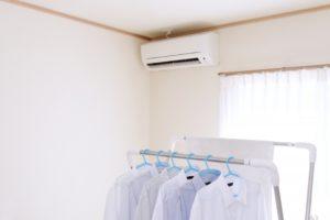 エアコンで洗濯物を乾かす