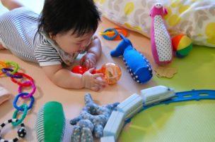 乳児のおもちゃ
