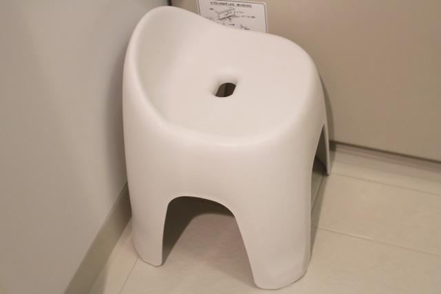 お風呂の椅子の水垢 落とし方
