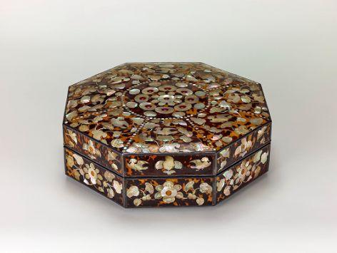 玳瑁螺鈿八角箱
